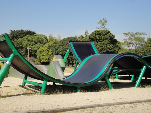 わんぱく広場には、体を使って遊べる遊具がいくつかあります。|海南こどもの国