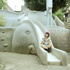 (Stanley) Tags: 120 6x6 girl japan mediumformat tokyo hasselblad   japon nihon fujicolor  400h kagurasaka carlzeissplanartcf80mmf28