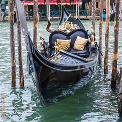 Venedig (Edi Bhler) Tags: italien building nature canal natur structure ornament vehicle waters gondola bauwerk venezia gebude watercraft gondel veneto fahrzeuge gewsser 28300mmf3556 wasserkanal wasserfahrzeuge nikond3s structuredetail bauwerkdetail
