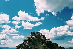 Montaa (Alejandro Pinto) Tags: personas cielo montaa piedra