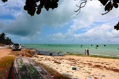 Ponta de Pedras (pmenge) Tags: praia mar pessoas areia nuvens carro ceu bote 14mm samyang 5diii