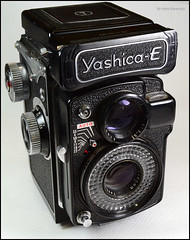 Yashica-E on Display (01) (Hans Kerensky) Tags: auto tlr lens japanese exposure mf yashinon yashicae anywhitefieldtagbyflickrsspamtagbot