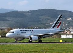 Bienvenue! (Ernesto Imperato) Tags: italy paris france florence italia airbus firenze francia airfrance parigi flr a318 peretola airbusa318 fgugo