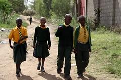 Kinderen komen thuis van school