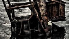 piccoli errori di manovra? o segni evidenti di un tragico declino? (Angelo Trapani) Tags: palermo destino futuro lavoro fincantieri operai licenziamento cassaintegrazione affondamento spertanza