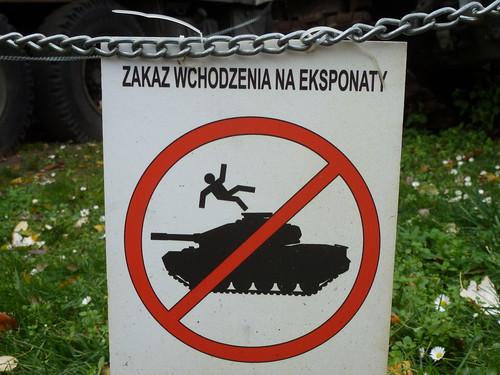 N'appuyez pas sur le siège éjectable dans le char. Varsovie, Pologne