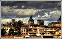 Toledo, una mirada apasionada. (Jose Roldan Garcia) Tags: toledo luz arquitectura aire colores cielo cúpula toledano tejados conjunto historia imperial iglesias nubes campanarios torres omado