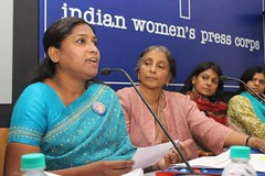 Asha Kotwal speaks for the rights of marginalized women (UN Women Asia & the Pacific) Tags: india women all rights asha dalit manch mahila marginalised kotwal adhikar 16daysofactivism