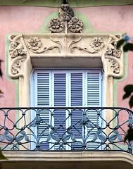 Barcelona - Girona 122 c 1 a (Arnim Schulz) Tags: barcelona espaa art window architecture liberty ventana spain arquitectura arte fenster kunst catalonia finestra artnouveau gaud architektur catalunya espagne fentre modernismo catalua spanien modernisme jugendstil espanya katalonien stilefloreale belleepoque baukunst