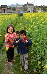 Village kids (Mel@photo break) Tags: life china flowers people plant green field yellow rural children fun countryside kid spring village child farm country vegetable mel guangdong melinda rapeseed   conghua    chanmelmle melindachan