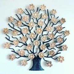 Árvore com flores cruas. #euamoartesanatomineiro   Já visitaram nossa loja para ver as #promoções? Vários produtos com descontos incríveis! www.elo7.com.br/osoarte  #artesanatomineiro #artesanal #artesanato #decoracao #decoração #decorar #casa #casamineir (fabriciabarcelos) Tags: artesanatomineiro casamineira decoracao decoração artesanato promoções casa artesanal decorar euamoartesanatomineiro