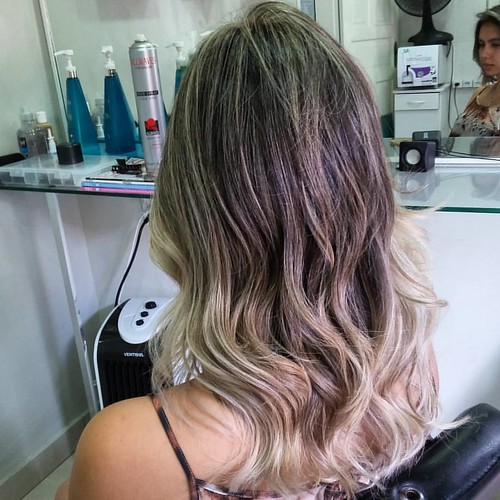 Loiros exclusivo by @marcoslsoares para @isabellaponteslima  Ombré Hair pérola.  #ecosmetics #felithi #blendplex #olaplex #olenka #ombrehair #marcossoares #joice #paris #moema #brasília #loirosdossonhos #errejota #shoppingdowntown #mechascriativas #loirol