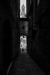 Piazza del Campo   .  squeezed tower (Antnio Alfarroba) Tags: italy tower square italia torre campo praa siena toscana narrow piazzadelcampo estreita pallazopublico antnioalfarroba