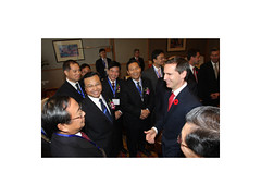 Premier/premier ministre McGuinty with/avec Chinese Vice Governors/les vice-gouverneurs chinois from/de Hebei, Henan, Hunan, Shandong