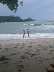 2013-06-08-4758 (JoanZoniga) Tags: ocean girls sea storm beach water sand costarica playa arena pacificocean beachgirls manuelantonio quepos puertoquepos pacificocentro beachbaes