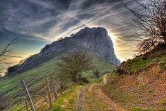 El Mugarra (euskadibasquecountry) Tags: verde europa monte montaa bizkaia euskalherria euskadi basquecountry paysbasque montaero