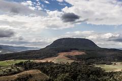 Serra da Esperana - Paran - Brasil (Alexander Hugo Trtari) Tags: trees sky paran clouds canon esperana cu da nuvens serra t3i
