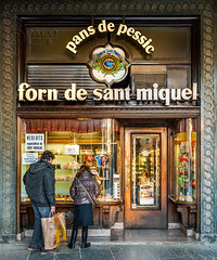 Shopping in old stores (Mercadal - Vic - Osona) -2- (Paco CT) Tags: barcelona old people shop shopping store spain couple gente display pareja candid antigua tienda bakery storefront vic esp candidshot 2014 escaparate compra comprando pasteleria robado pacoct