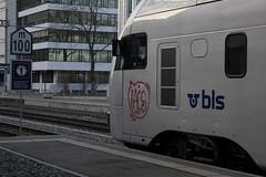 BLS Lötschbergbahn DOSTO - Doppelstockzug RABe 515 Mutz am Bahnhof Bern Bümpliz Nord bei Bern im Kanton Bern in der Schweiz (chrchr_75) Tags: chriguhurnibluemailch christoph hurni schweiz suisse switzerland svizzera suissa swiss kantonbern chrchr chrchr75 chrigu chriguhurni albumbahnenderschweiz bahn eisenbahn train treno zug bahnen schweizer albumblslötschbergbahn bls lötschbergbahn stadler rail dosto doppelstockzug doppelstöcker rabe 515 mutz 1401 januar 2014 januar2014 juna zoug trainen tog tren поезд lokomotive паровоз locomotora lok lokomotiv locomotief locomotiva locomotive railway rautatie chemin de fer ferrovia 鉄道 spoorweg железнодорожный centralstation ferroviaria