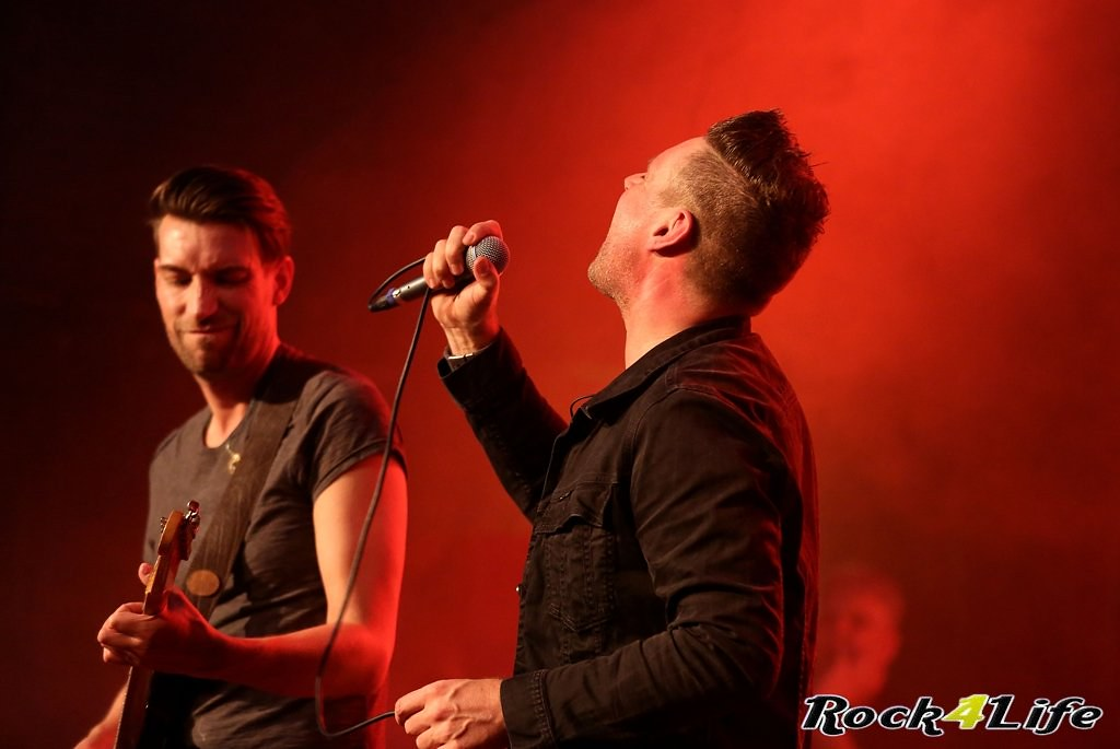 Tribute Rocknight        08-02-2014          U2 & Anouk (16)