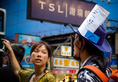 20070630-DSC_0273.JPG (Everita) Tags: people hongkong nikond50 peopleandpaths {vision}:{people}=099 {vision}:{face}=099 {vision}:{sky}=0721 {vision}:{outdoor}=0766