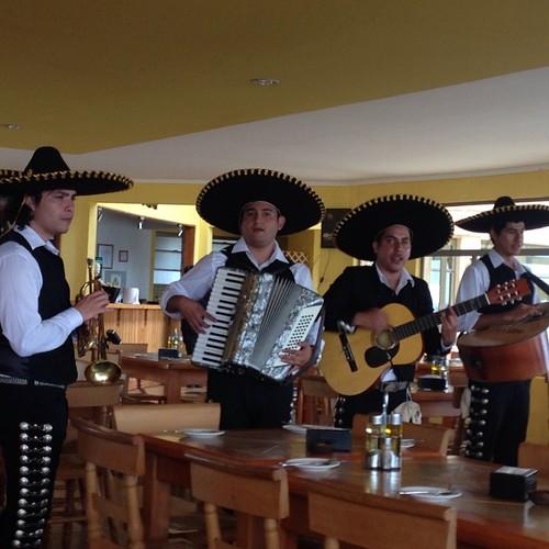 El almuerzo le incluía mariachis