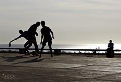 tre (pi uno) (_esse_) Tags: silhouette play soccer uno senegal dakar tre controluce calcio gioco goree pallone infondoforsequasicomeunadanza