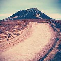 Light Path & Dark Summit  #winhill #peakdistrict #landscape #hill #mountain #hiking #outdoors #browns #summit #uk #derbyshire (Dan Cook Archived (dan-scape.co.uk)) Tags: square nashville squareformat iphoneography instagramapp uploaded:by=instagram