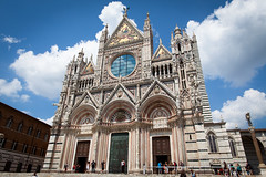 Duomo di Siena (Rutger Blom) Tags: old summer sky italy building church architecture clouds facade europe cathedral sunny medieval tourists tuscany siena 24mm duomodisiena canoneos5dmarkii ef24mmf14liiusm