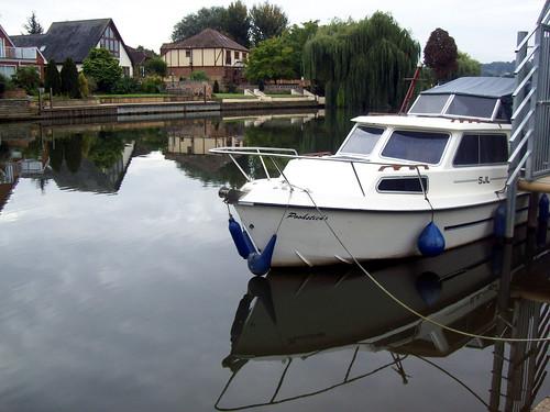 boat thamespath aamilne