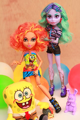 Kids (Mariko&Susie) Tags: blue orange man monster sisters canon hair t eos rebel high kiss wolf doll pin dolls bob 600 dustin susie mariko sponge cushion boogey twyla squarepants t3i x5 boogeyman 600d howleen clawdeen marikosusie