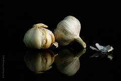 Still Life - Garlic (uvaisjm - Al Seylani Photography) Tags: lighting stilllife reflection closeup studio garlic artisitic onblack tabletopphotography