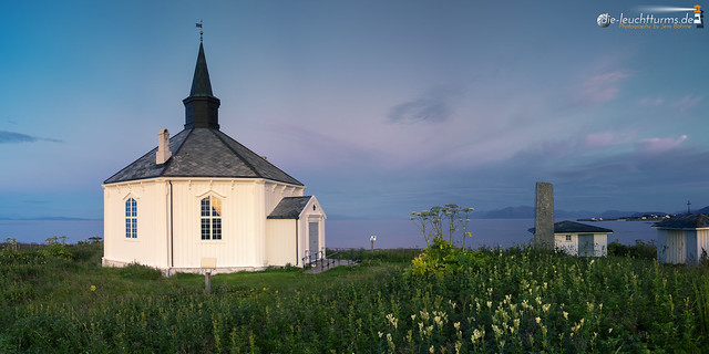Chapel Dverberg in northern midnigh blue