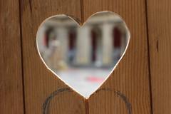 Montage Expo Tournez Ménage (marianne.bellanger) Tags: art toilette coeur strasbourg exposition etudiant porte enfant bois cabane merveilleux palaisuniversitaire tournezménage