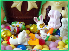 LEGO MINIFIGURES : HAPPY EASTER! JOYEUSES PAQUES! (06) (COLLECTOR FIGURES) Tags: en guy bunny chicken easter happy lego 7 9 suit series srie lapin poulet minifigure pques minifigures lhomme dguis joyeuses
