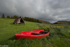 Á þurru (swöhler) Tags: iceland sumar ísland tré bátur rautt austurland
