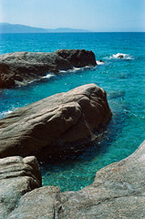 Rocks & sea (schoeband) Tags: france film frankreich rocks corse corsica analogue seashore fr korsika c41 canonetgiiiql17 coggia revologstreak
