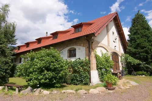Budynek gospodarczy przy dworku przeniesionym do Gosławic