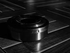 Boîte (Agnès Laure) Tags: boîte table bois noir blanc planche latte acier couvercle cendrier danger matériel mobilier lumière ombre eclairage vichy france départementdelallier régionauvergnerhônealpes panasoniclumixgx80