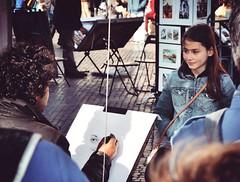 Il ritratto (Japo García) Tags: bella niña retrato pintor retratista arte calle plaza navona roma italia lápiz cara dibujo dibujar caricatura vaquera cuadro japo garcía foto