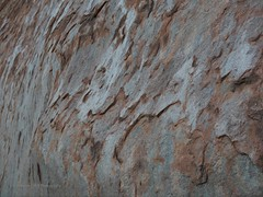 Die Mikrostruktur des Felsens (john_the_walker) Tags: park rock hiking walk australia surface national uluru australien johannes northern territory australie randonne oberflche voit kantju microstructure quotwanderungquot mikrostruktur quotayersquot quotmalaquot quotgorgequot