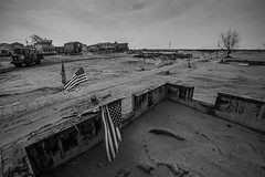 Seis meses depois do furaco Sandy ... (galeriapt.gaudiumpress) Tags: blackandwhite usa newyork america fire aftermath unitedstates flag sandy american tragedy northamerica recovery estadosunidos charred breezypoint damages norteamerica superstorm sandystorm gustavokralj gaudiumpress noreamerica