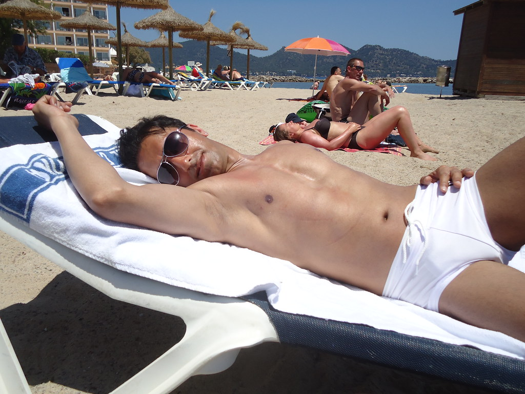 Vidéo Gay: Sunbathing and sex in the sun