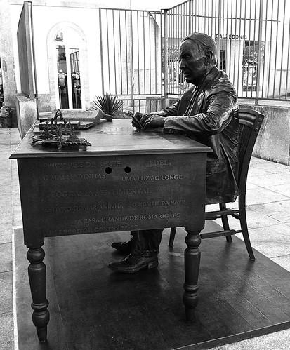 Aquilino Ribeiro statue