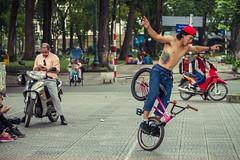 Ciclista cachas III (Pyruslav) Tags: man bmx cyclist vietnam strong saigon hcmc