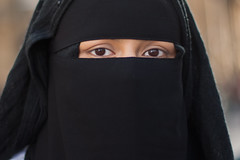 25 Yasmin (No9 (Tony)) Tags: street portrait streets strangers streetphotography niqab canon50mmf14 100strangers canon5dmkii