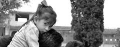 En los hombros de papi (hlodwig915) Tags: blackandwhite white black blancoynegro blanco girl serious little negro niña seria pensativa