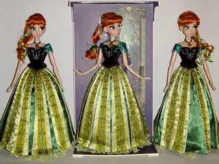 My Three Annas -  Limited Edition 17'' Dolls - Frozen - Disney Store Purchase - Full Front View