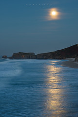 The Moon extended (Ahio) Tags: sea moon beach zeiss reflections landscape twilight nikon seascapes nocturnal 100mm fullmoon shore moonlight nocturnas marcantbrico sanantoln zf2 makroplanart2100 d800e