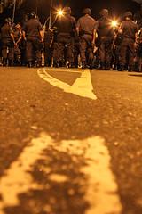 Protestos 22 de julho de 2013 (Inventor de Abismos) Tags: street light brazil luz brasil riodejaneiro night riot protest police noite rua polcia manifestao protesto demontration